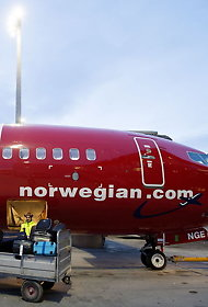 Norwegian &#xE5;pnerflybase p&#xE5; Tenerife