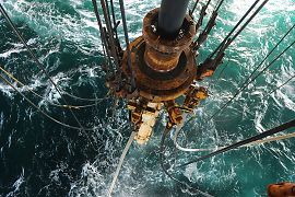 http://static.e24.no/drpublish/images/article/2013/06/19/20383782/1/270/Transocean_Leader_on_the_Aldous_Major_South_prospect__PL_265__in.jpg